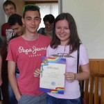 Un étudiante moldave venant de recevoir son diplôme.